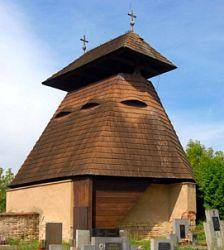 Dřevěná zvonice v Kvílicích na hřbitově