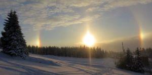 Malé sluneční halo a boční slunce po ránu na Mísečkách